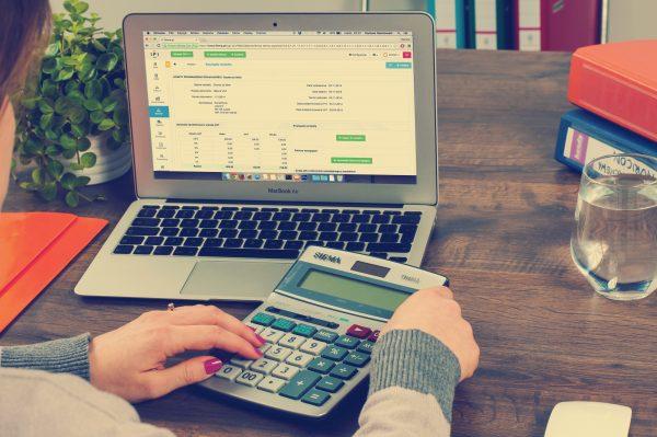 Calcola rata dei finanziamenti online: occhio ai costi nascosti