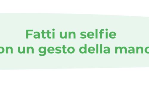 selfie con gesto della mano _ 5